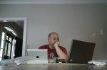informatyk przed komputerem