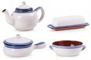Naczynia i akcesoria w kolorze białym i niebieskim
